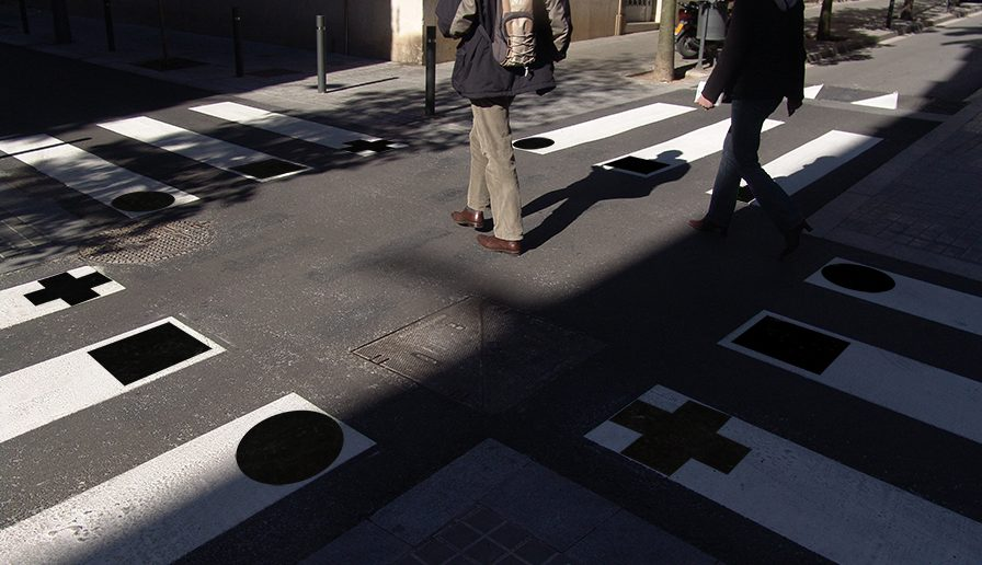 StreetArt- walking amount the art