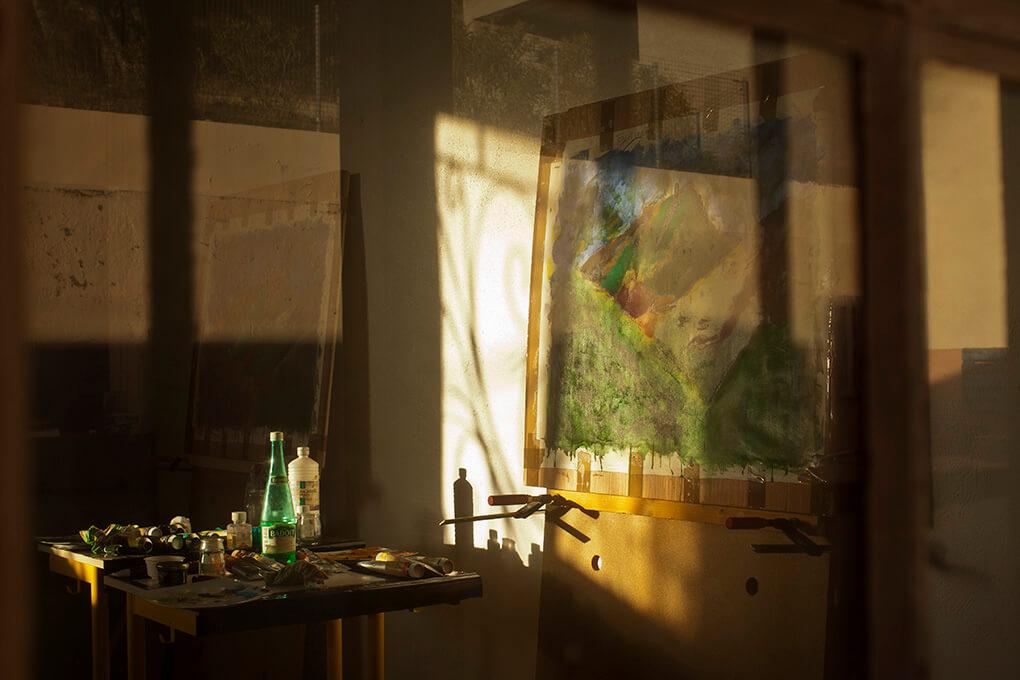 nature morte un tableau vu de la fenêtre de l'atelier